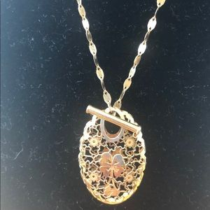 """Woman 14K Lucky Charm Toggled 18"""""""